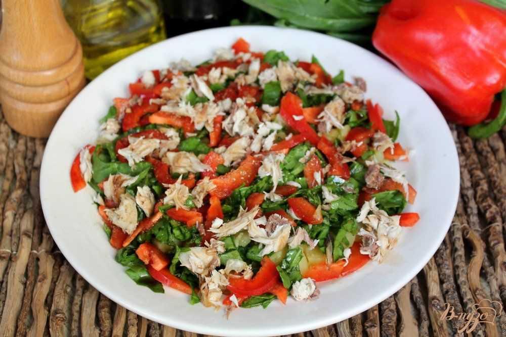 Салат с рыбой и перцем