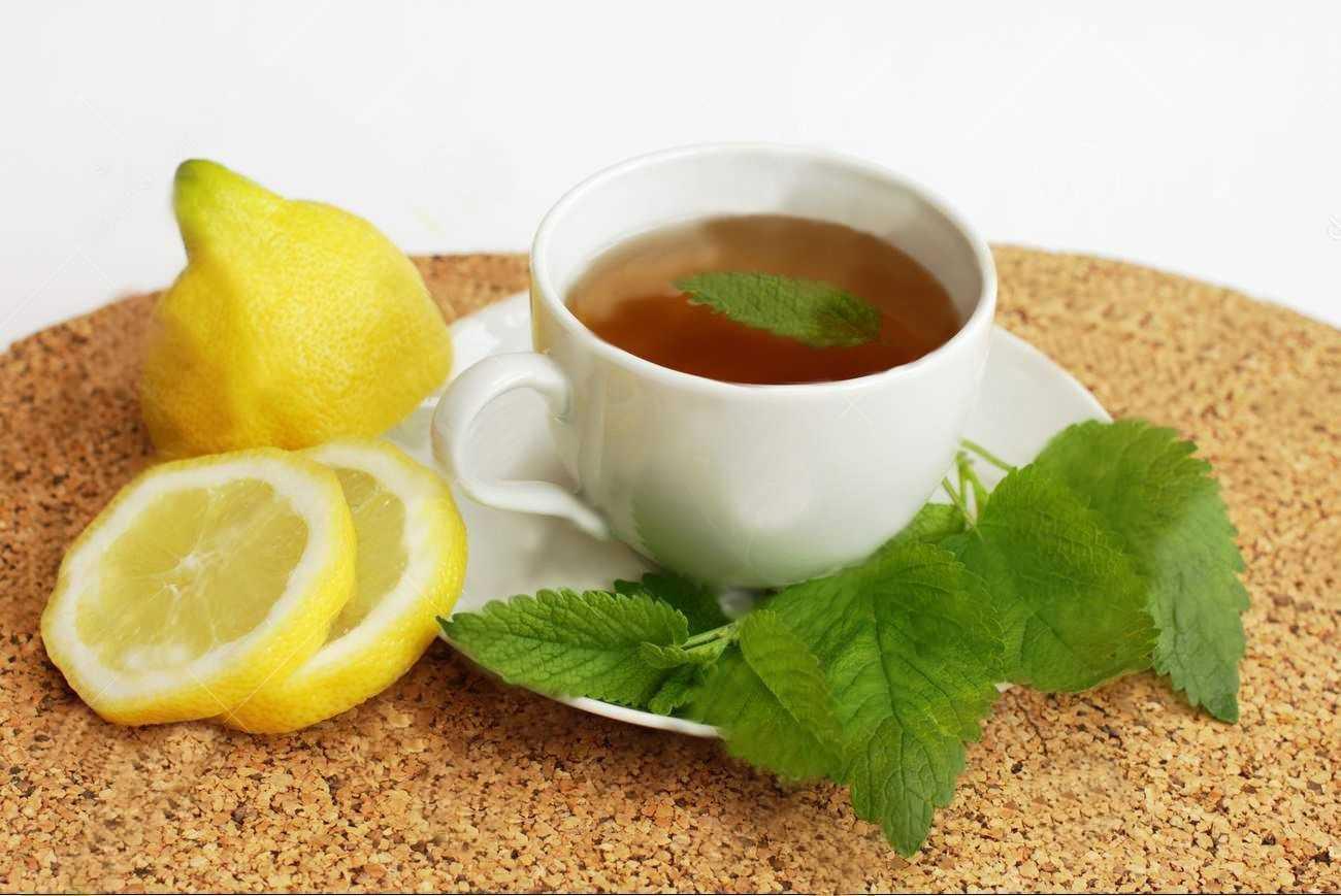 чашечка чая с лимоном