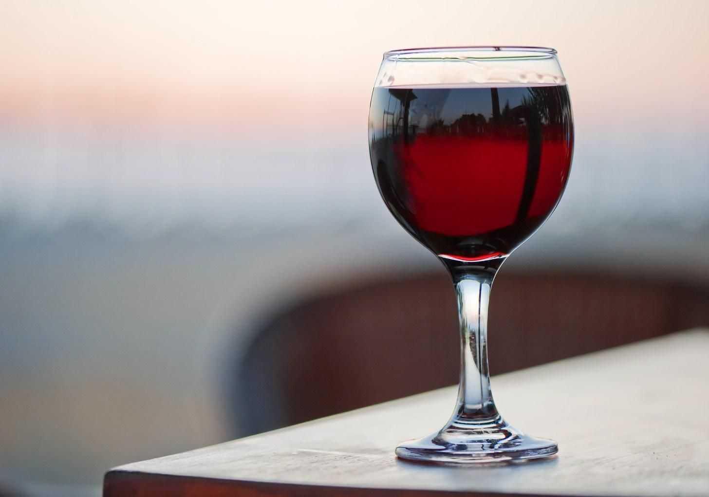 сухое вино бокал